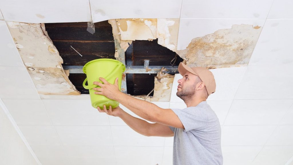 roof leaking causes